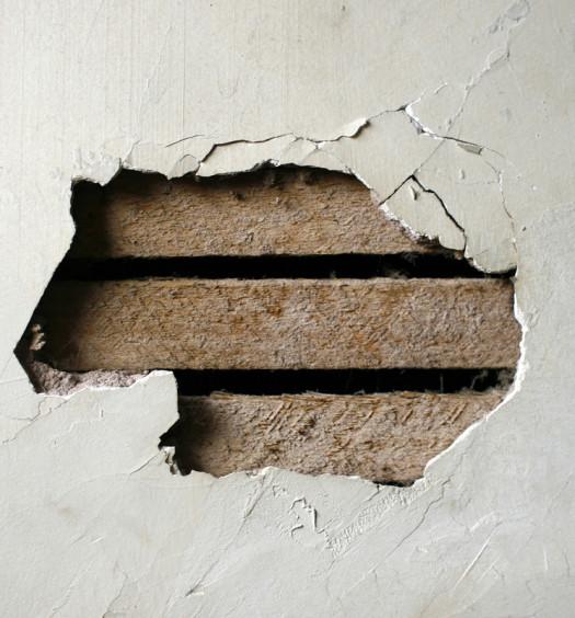 Mur en platre en démolition