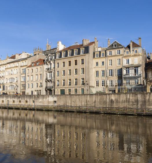 Metz le long de la Moselle