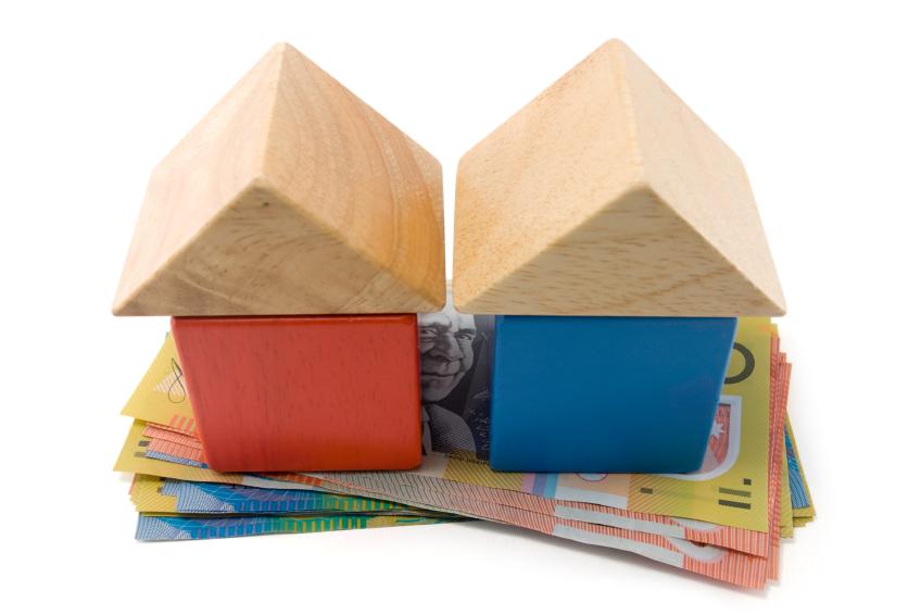 Maison miniature sur billet de banque