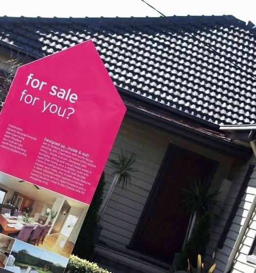 Maison avec panneau à vendre