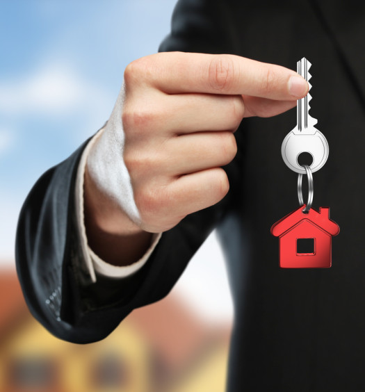 Clé avec porte-clé maison