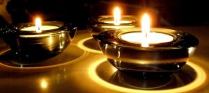 Petites bougies dans photophore