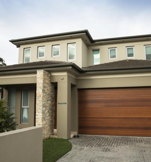 maison beige avec garage