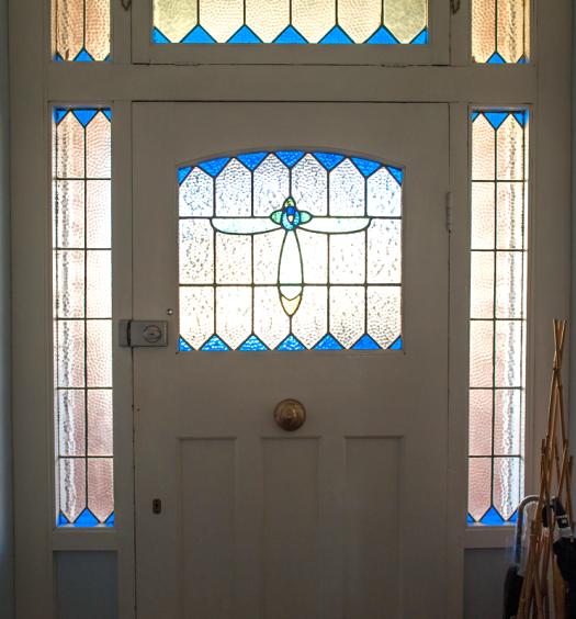 porte d'entrée blanche et bleue