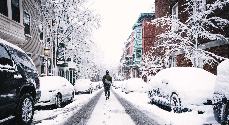 Rue enneigée en hiver