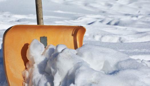 Il neige… Qui doit déblayer le trottoir devant chez vous?